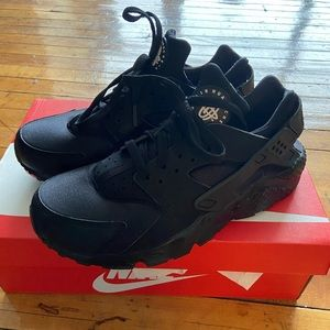 Like New All Black Nike Air Huaraches